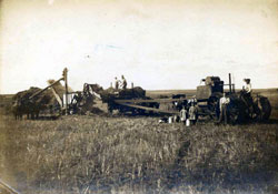 Threshing Crew and Family Baldwin ND 1907