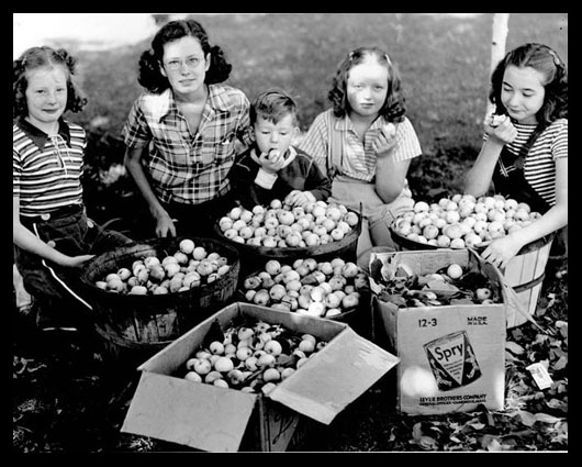 Girls with apples, 1930s